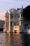 La India, udaipur: palacio del lago Foto de archivo