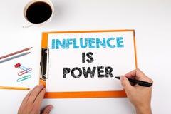 La influencia es poder, fondo del negocio Escritorio de oficina con efectos de escritorio Fotografía de archivo