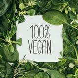 la inscripción del vegano del 100 por ciento en la tarjeta blanca y mojó Libre Illustration