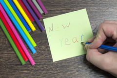 La inscripción en el trozo de papel con el Año Nuevo Fotos de archivo libres de regalías