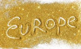 La inscripción Europa en brillo de oro chispea en el fondo blanco Fotos de archivo libres de regalías