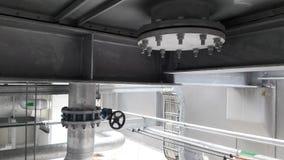 La instalación aflautada de Galvanice con la inmersión caliente de la ayuda de tubo galvaniza Imágenes de archivo libres de regalías