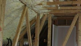 La instalación de los tubos del sistema de calefacción, válvulas se cierra para arriba en el tejado del sistema de calefacción de metrajes