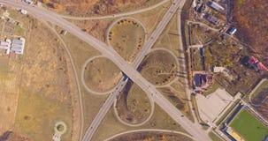 La intersección de dos carreteras principales almacen de metraje de vídeo