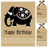 La invitación de la tarjeta de la fiesta de bienvenida al bebé del cumpleaños y la etiqueta lindas del nombre con el elefante y la Imagen de archivo libre de regalías