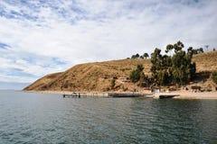 La isla de la luna está situada en el lago Titicaca Foto de archivo