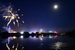 La isla del final de los fuegos artificiales del festival del Wight Imagenes de archivo