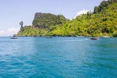 La isla del pollo y se zambulle las islas Tailandia de Phi Phi Fotografía de archivo