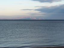 La isla Olkhon es visible en la distancia Foto de archivo libre de regalías