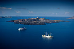 La isla volcánica nombrada Nea Kameni Imagen de archivo