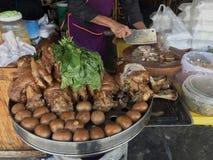 La jambe cuite de porc au magasin, à l'oeuf et au porc de riz en sauce à Brown douce, jambe cuite cuite de porc a chauffé, oeuf e photo stock