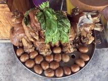 La jambe cuite de porc au magasin, à l'oeuf et au porc de riz en sauce à Brown douce, jambe cuite cuite de porc a chauffé, oeuf e photographie stock libre de droits