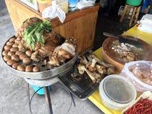 La jambe cuite de porc au magasin, à l'oeuf et au porc de riz en sauce à Brown douce, jambe cuite cuite de porc a chauffé, oeuf e images stock