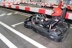La jambe pilote du ` s dans karting avant le début image libre de droits