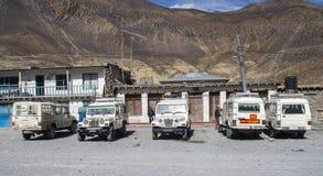 La jeep è i mezzi di trasporto primari nel villaggio di Jomsom Fotografia Stock