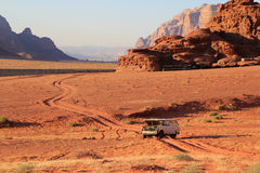 La jeep de désert de rhum de Wadi sont en panne Image libre de droits