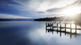 La jetée au lac Starnberger voient, l'Allemagne, avec le soleil Photo stock