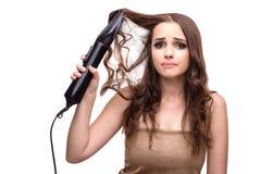 La jeune belle femme avec le sèche-cheveux d'isolement sur le blanc Image libre de droits