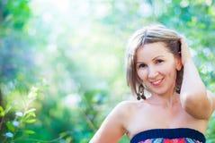 La jeune belle femme avec le sourire Images libres de droits