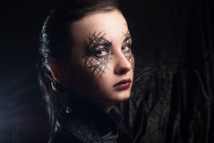 La jeune belle fille avec compensent Halloween, image libre de droits