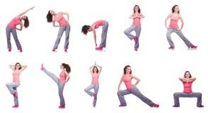 La jeune femelle faisant des exercices sur le blanc Images libres de droits