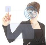 La jeune femme avec l'iris de sécurité et l'empreinte digitale balayent d'isolement Photo stock