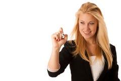 La jeune femme blonde d'affaires avec des yeux bleus, écrit sur un de verre merci image stock
