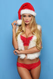La jeune femme blonde sexy aiment Santa Claus Photo stock