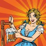 La jeune femme blonde verse une bière, costume de ressortissant de l'Allemagne illustration stock