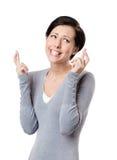 La jeune femme croise des doigts Photographie stock libre de droits