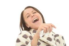 La jeune femme décontractée attirante riant nerveusement et riant son se dirigent  Photographie stock