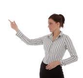 La jeune femme d'affaires confiante se présente Photographie stock