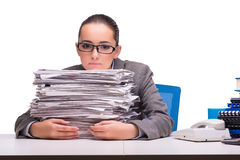 La jeune femme d'affaires dans le bureau d'isolement sur le blanc Photographie stock
