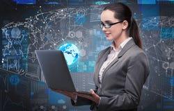 La jeune femme d'affaires dans le concept de gestion des données Photos stock