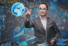 La jeune femme d'affaires dans le concept de gestion des données Image stock