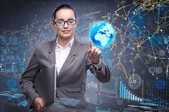 La jeune femme d'affaires dans le concept de gestion des données Image libre de droits