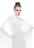 La jeune femme de verticale conceptuelle a rectifié dans le blanc. Image libre de droits