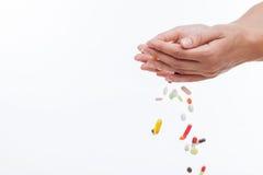 La jeune femme gaie n'a pas besoin d'antibiotiques photographie stock