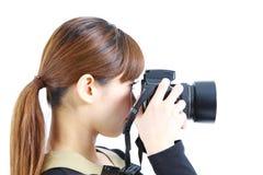 La jeune femme japonaise prend la photo Photos stock