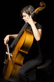 La jeune femme joue le violoncelle Image libre de droits