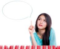 La jeune femme pensent et idée Photographie stock libre de droits