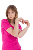 La jeune femme tient des mains sous forme de coeur Photos libres de droits