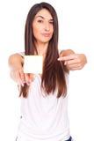 La jeune femme a une note de post-it coincée sur la main Photographie stock