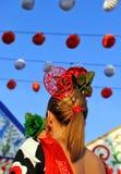 La jeune fille avec le flamenco s'habille, foire de Séville, Andalousie, Espagne Images stock