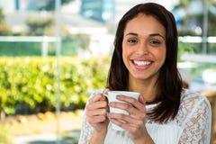La jeune fille boivent de son thé Photographie stock libre de droits