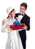La jeune fille de neige donne les présents pour Noël Image libre de droits