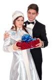 La jeune fille de neige donne les présents pour Noël Photographie stock libre de droits