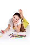 La jeune fille dessine photo stock