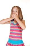 La jeune fille a dit à beaucoup. photographie stock libre de droits