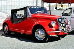 La jeune fille espiègle de Vignale est une petite voiture avec moteur à l'arrière basée sur Fiat 500 Images stock